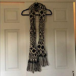Old Navy dark grey and white scarf